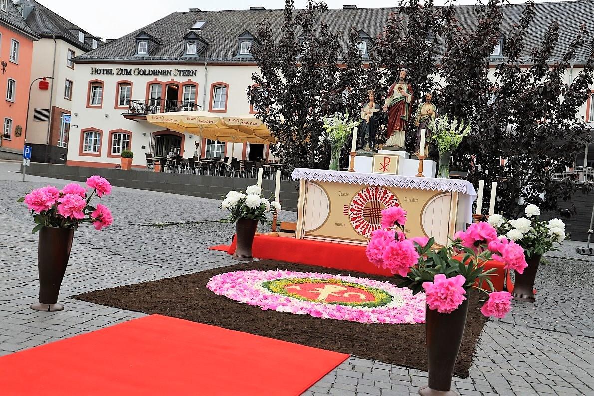 Exklusiv - der Fronleichnamsaltar auf dem Hahnplatz. (Foto: Knut Kuckel)