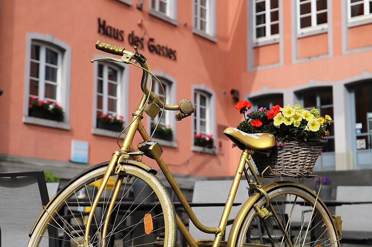 Prüm ist immer eine Reise wert. Der Weg in die Eifelstadt lohnt sich. Auf zwei oder vier Rädern, mit dem Zug oder auf dem Fußweg. (Foto: Knut Kuckel)