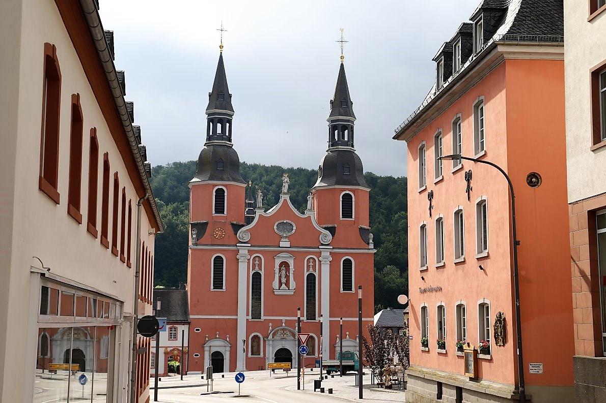 Benediktinerabtei und St. Salvator Basilika prägen das Stadtbild von Prüm. (Foto: Knut Kuckel)