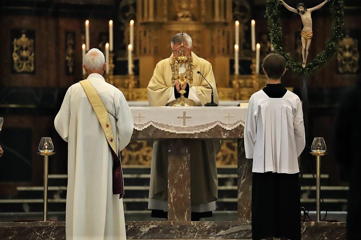 Mitglieder der Pfarrgemeinde luden mich später dazu ein, ihre Kirche zu besuchen. (Foto: Knut Kuckel)
